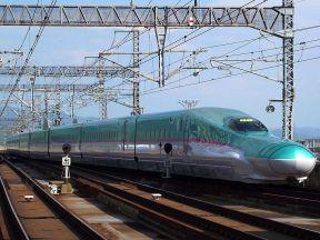 800px-JR東日本E5系新幹線電車