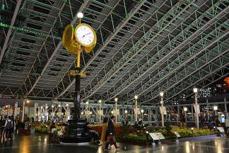 Osaka_Station_clock_(30877907315)